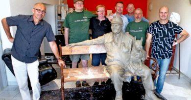 V novopackém ateliéru sochaře Alberta Králička vznikne socha dobrého vojáka Švejka, která by měla být v příštím roce instalována v Kralupech nad Vltavou. Práci umělce si zajeli prohlédnout členové kralupského Spolku pro instalaci sochy Josefa Švejka.