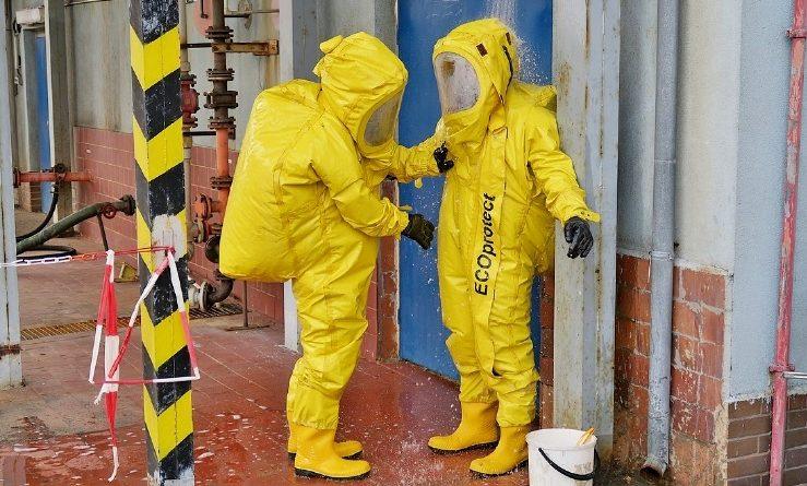 Hasiči v Elektrárně Mělník nacvičovali zásah při úniku kyseliny.