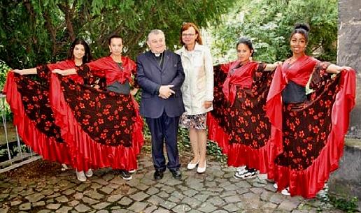Kardinál Dominik Duka navštívil farní charitu v Roudnici nad Labem, která si připomíná 20 let od svého založení.