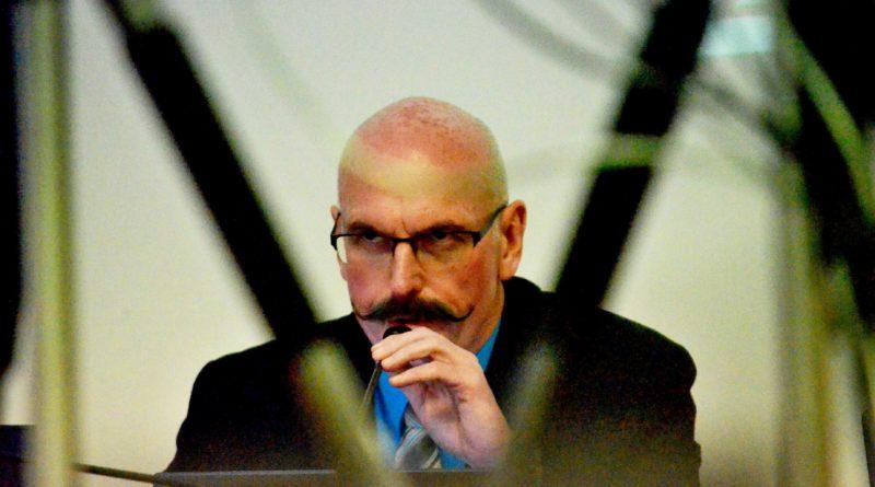 Místostarosta Mělníka Milan Schweigstill (TOP 09) na zasedání mělnického zastupitelstva. Foto - Jiří Janda