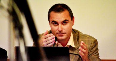 Místostarosta Mělníka Petr Volf (Mělničané) na jednání zastupitelstva města. Foto - Jiří Janda