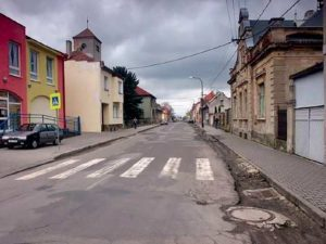 Boleslavská ulice ve Mšeně před rekonstrukcí.