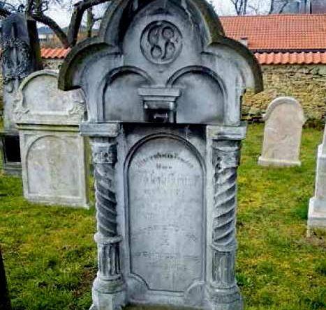Židovský hřbitov v Neratovické ulici v Kostelci nad Labem byl založen v roce 1594 a řadí se tak k nejstarším hřbitovům v ČR.