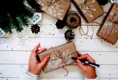 Účastníci soutěže mohou jejím organizátorům zaslat například ozdoby na stromeček, dekorace na vánoční stůl či na zeď nebo dárek – musí je ovšem vyrobit z odpadního materiálu.
