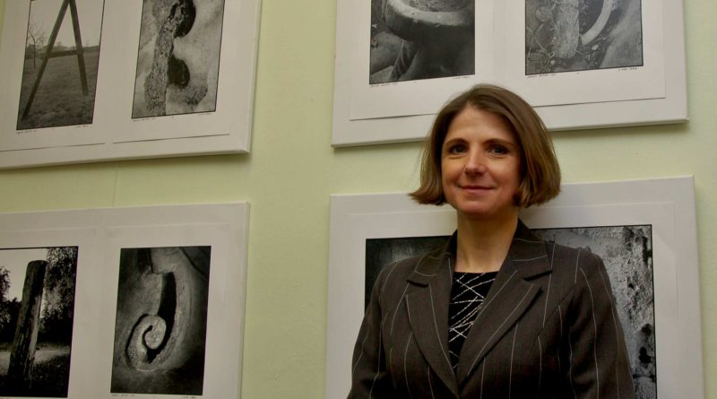 Adriana Rohde Kabele vystavuje ve Státním okresním archivu fotografický cyklus Abeceda Mělníka aneb Mělník jinak. Foto - Jiří Janda