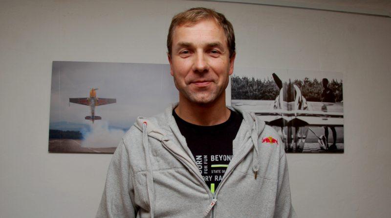 Letecký akrobat Martin Šonka. Foto - Jiří Janda