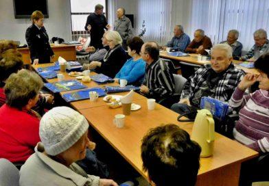 Nová kniha má seniorům pomoci ubránit se před zločinem