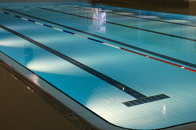 indoor-swimming-pool-735309_640