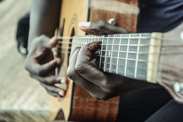 guitar-1016402_640