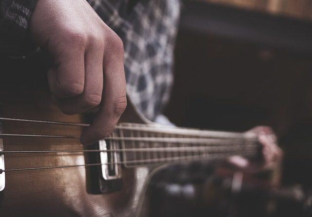 guitar-1837044_640