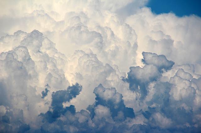 clouds-1473311_640