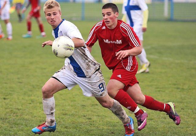 soccer-263716_640