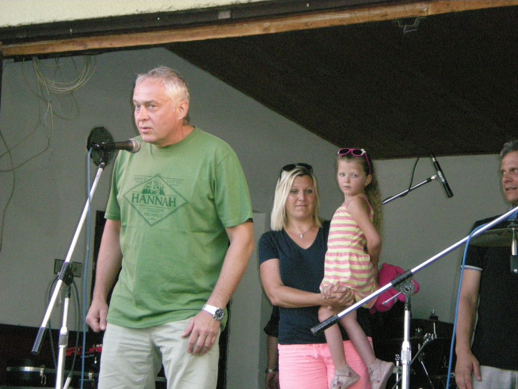 Starosta obce Lhotka při vítání hostů Dobročinného Festu (1)