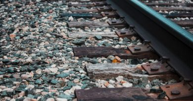 U Kostelce nad Labem se srazil vlak sautem, nikdo nebyl zraněn