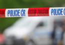 Při nehodě auta na Mělnicku zemřel člověk a další byl zraněn