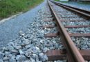 Vlak na Mělnicku srazil a usmrtil ženu, trať Praha-Ústí stála