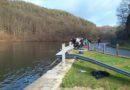 Řidič vozu, který na Mělnicku sjel do rybníka, zemřel